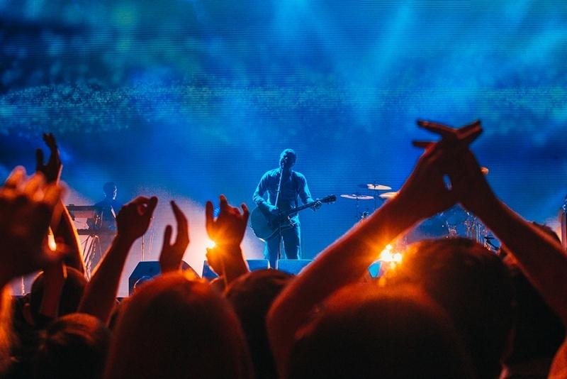 Concert crowd wallpaper